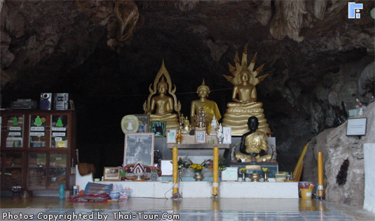 Bhudda Statues in the cave